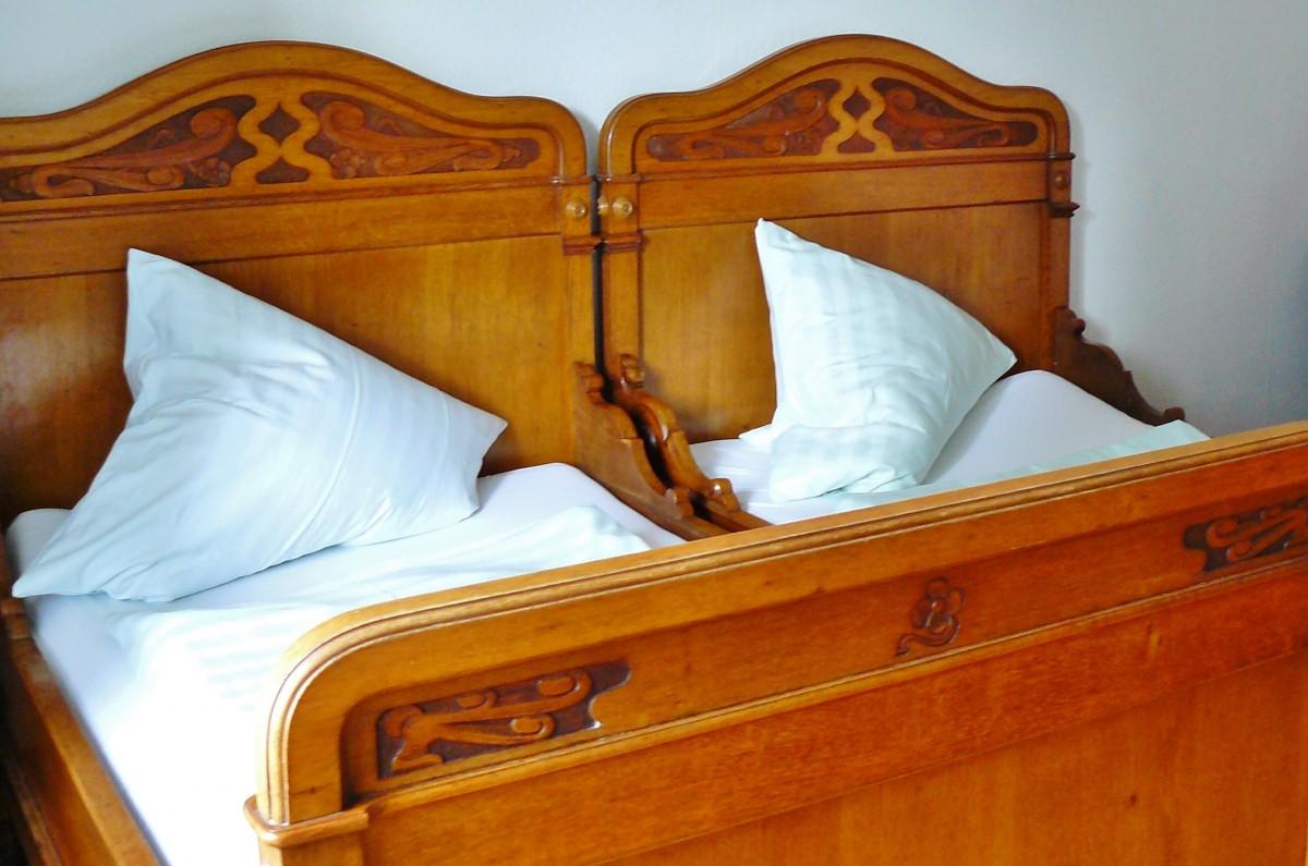 A quel ge faire dormir son enfant dans un grand lit - Truc pour faire dormir bebe dans son lit ...
